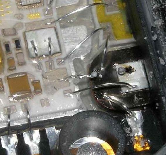 Отгоревший транзистор на керамической подложке блока управления тнвд VP44